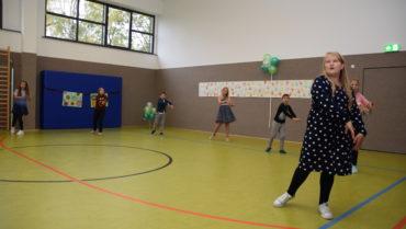 Grundschule Vachdorf erstrahlt in voller Farbenpracht